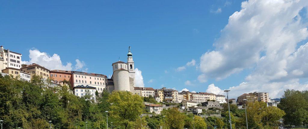 La Cattedrale di San Martino incombe dall'alto di Belluno.